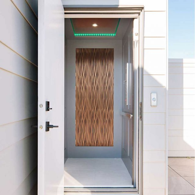 Hybrid Elevator with standard finishing options such as energy efficient LED lighting and Italian stainless steel fixtures. Avaliable on floor plans D1 and D2.